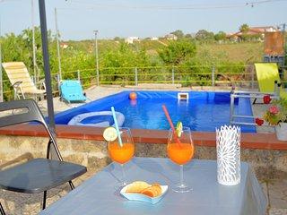 Al080 Villetta con piscina riscaldata, a pochi minuti dalla spiaggia