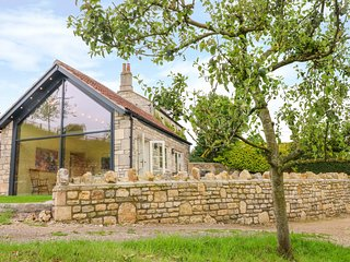 PHEASANT COTTAGE, perfect for couples, Bath