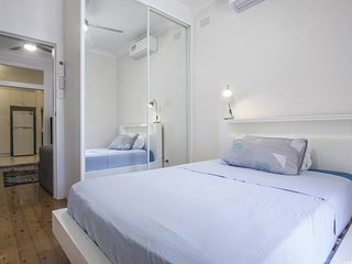 2) Ground floor apartment in centre Bondi Junction
