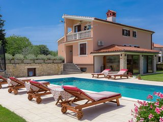 5 bedroom Villa with Pool, Air Con and WiFi - 5481105