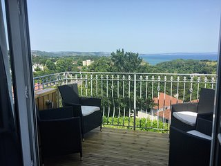Stunning penthouse apartment with panoramic sea views and spa /Jacuzzi bath