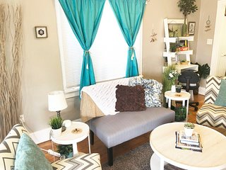 Cute Cozy Downtown Cottage - New Central A/C