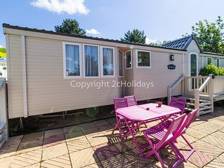 Luxury 6 berth dog friendly caravan for hire near Great Yarmouth ref 10020B