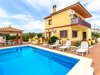 Adorable Villa Avedon up to 10 guests, a short drive from Tarragona's beaches!