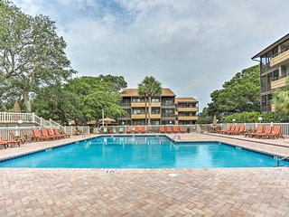 Spectacular Condo w/Resort Pool by Singleton Swash