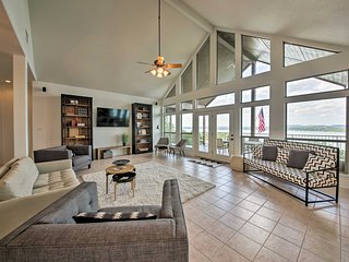 NEW! Updated Canyon Lake Home w/ Deck & Lake Views