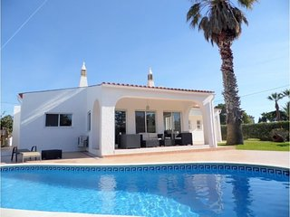 Villa with private pool walking distance to amenities and the beach