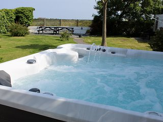 5 bed house,close to Padstow, with Hot Tub (£150 charge out of school holidays)