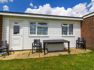7 berth dog friendly chalet for hire by the beautiful beach Norfolk  ref 52338CS