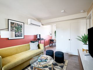 Sonder | State Street | Colorful 1BR + Kitchen