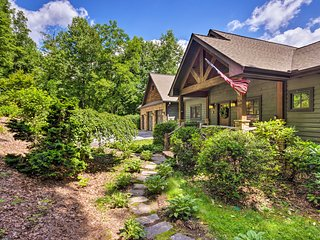 NEW! Spacious Sapphire Home w/ 2 Decks & Mtn Views
