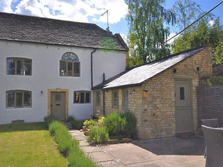 73383 Cottage situated in Bourton-on-the-Water