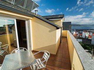 Apartamento con terraza y vistas al mar. Situado en la Ría de Corme y Laxe.