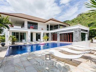 5 BEDROOM UNIQUE POOL VILLA WITH SEA VIEW