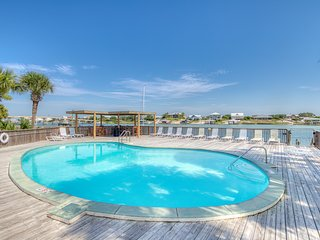 Beautiful efficiency by the beach w/ an indoor pool, shared tennis, & free WiFi