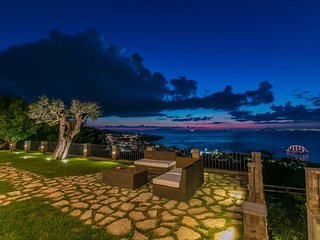 Luxury Villa,with swimming pool,free parking on-site and breathtaking view