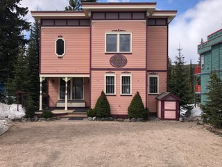 Chakra Whole Home Slopeside 5 Bedroom/4 Bathroom Chalet Including Private Suite