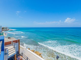 Luxury Oceanfront Downtown Apartment (S3) with Pool walk to North Beach