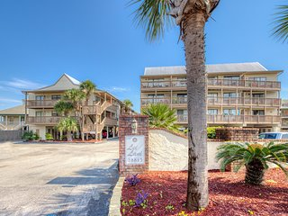 Condo w/amazing views & beach access features shared pools, tennis