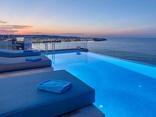 Seafront Studio, familyfriendly, quiet & infinity pool next to the sea, luxury