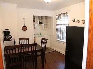 House In Niagara falls 5 min drive upper Level Apartment at Whirlpool St NY