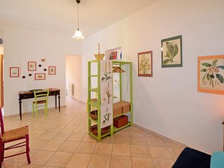1 bedroom Apartment with WiFi and Walk to Shops - 5807600