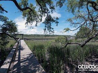 Moondragger - Private Beach Access & Dock on Tidal Creek w/ Beautiful Views