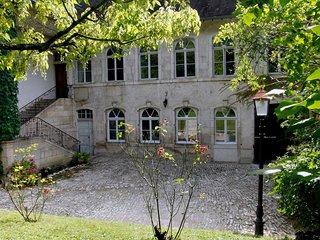 Le gîte 'Ancien Hôtel de GRIMONT': un spacieux gîte de vacances historique