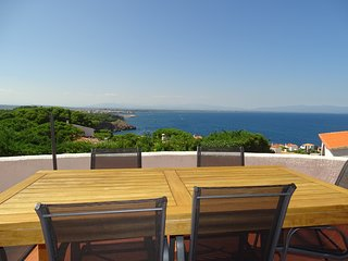 Preciosa Villa delante del mar, con piscina privada y jardin