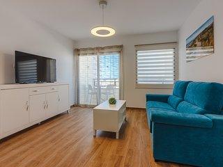 Just renovated huge 1-bedroom apartment, 100m beach, WIFI, TV, 2 swimming pools