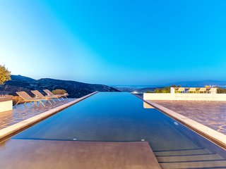 Villa Orian Luxury Property with large infinity pool