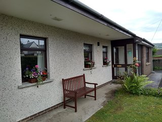 Dalriada Bungalow  large house in quiet location near beach, shops & restaurants