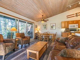 Lakeview home w/ access to private beach & shared pool/hot tub/sauna!