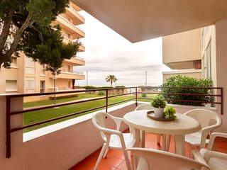 2 bedroom Apartment with Pool and Walk to Beach & Shops - 5807786