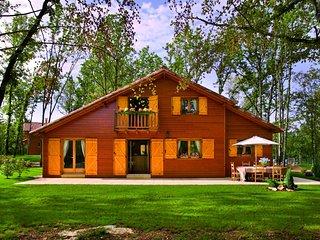 4 Bedroom Lodge (Dordogne) 1