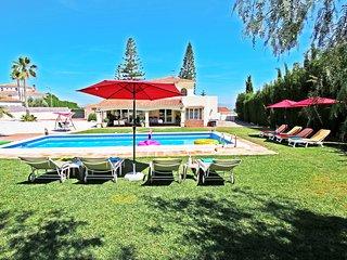 Beautiful villa with views, ping-pong, darts, petanque ...
