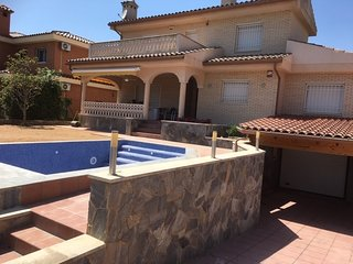 Chale con piscina privada, BBQ, parking y cerca de la playa