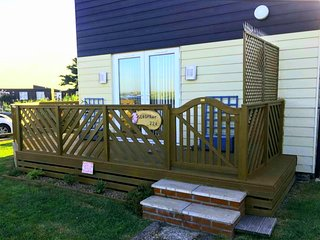 light spacious 6 berth holiday chalet 10 min from award winning west wittering