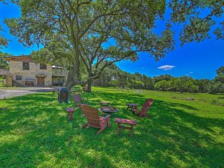 NEW! Scenic Cottage w/Views, 17 mi to San Antonio!