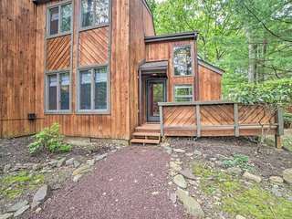 Year-Round Poconos Retreat Near Ski Resort & Lake!