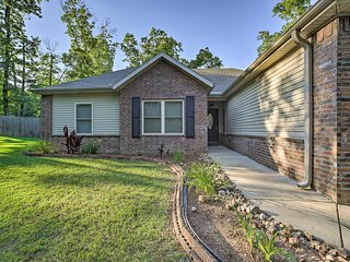 NEW! Bella Vista Home-5 Mi to Blowing Springs Park