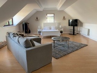Surrey-Weybridge/Walton Luxury Large Apartment