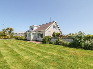 FFRWD WIN detached, very well-appointed, sauna, close to beaches, Llanfaethlu
