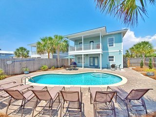 New! 7B/6B. Free Golf Cart! Private Heated pool! Very Close to the beach!
