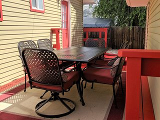 ♡Peach House III- downtown, Wifi & Smart TVs, garage, big yard & Pets Welcome