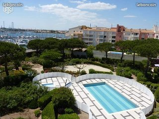 T1 vue mer piscine balcon assenceur wifi parking