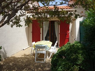 1 bedroom Villa with WiFi and Walk to Beach & Shops - 5807903