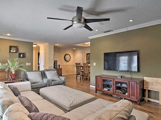 NEW! Upscale Home w/ Fire Pit <11 Mi from Lido Key