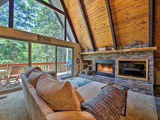 NEW! Luxe Lake Arrowhead Home w/ Game Room+Hot Tub