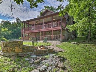 'Creekside Hideaway' Home w/Fire Pit+Creek Access!